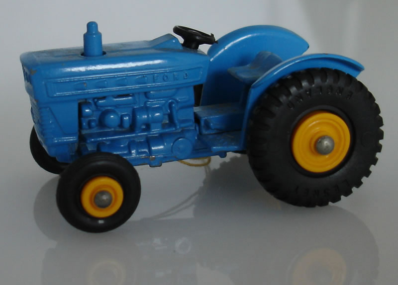 39C2 Ford Tractor